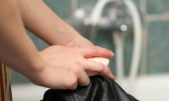 Як прати шкіряну куртку?