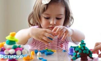 Як видалити кольорові плями від пластиліну з одягу