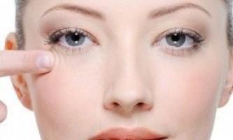 Як доглядати за шкірою навколо очей в домашніх умовах