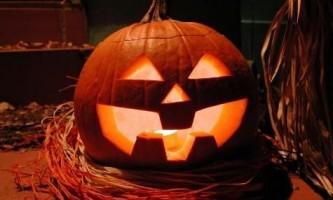 Як прикрасити будинок на хеллоуин своїми руками?