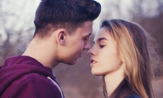 Як влаштувати романтичний вечір дівчині