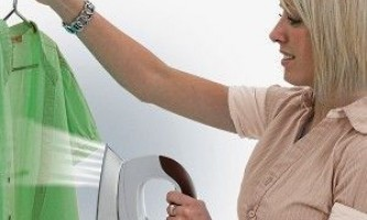 Як вибрати праску з вертикальним відпарюванням