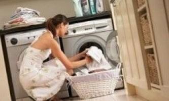 Як вивести смолу з одягу