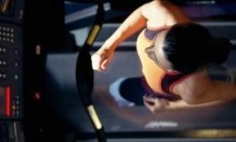 Яка бігова доріжка краще механічна або електрична?