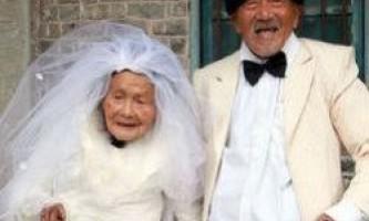 Китайська пара сфотографувалася для весільного альбому після 88 років шлюбу