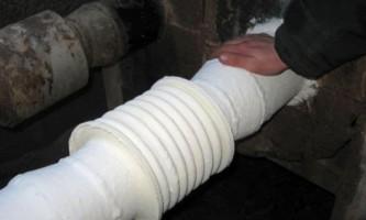Конденсат на трубах холодної води: що робити і як позбутися?