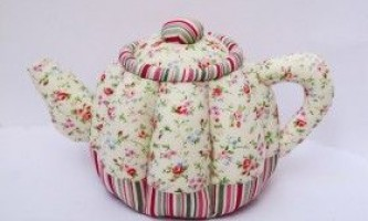 Красива м`яка ваза, м`яч, чашка і чайник з тканини