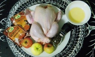 Курка з яблуками в духовці