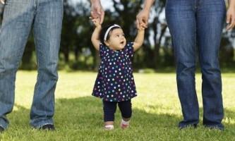 Чи можна гуляти з дитиною при температурі?