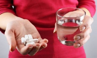 Чи можна приймати антибіотики та противірусні одночасно?