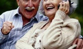 Чоловік не повинен йти на пенсію раніше дружини, вважають експерти