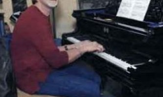 Чоловік зламав магазин щоб просто зіграти на фортепіано