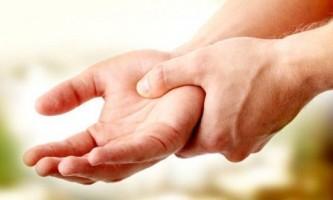 Німіють руки: причина, що робити?