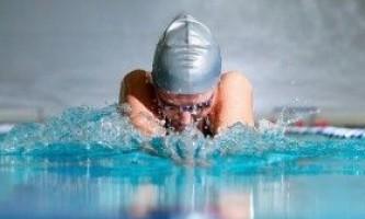 Плавання в басейні: стилі, особливості, протипоказання