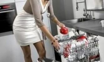 Чому потрібно перестати мити посуд вручну