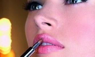 Половина жінок відчуває залежність від косметики