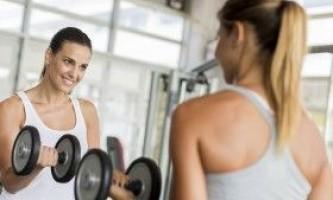 Користь і шкода силових навантажень для жінок у віці
