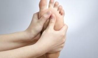 Пітливість ніг: причини і особливості лікування