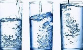 Чи правда, що потрібно пити 8 склянок води в день?
