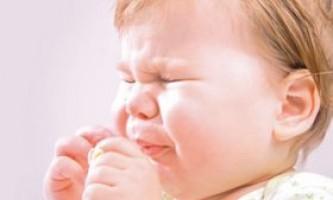 Напади кашлю у дитини ночами: причини і що робити