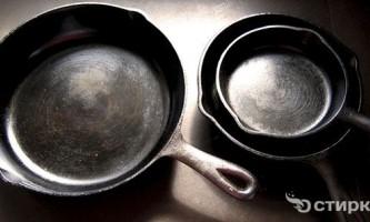 Продовжуємо життя сковорідці: чистимо від нагару зовні і всередині