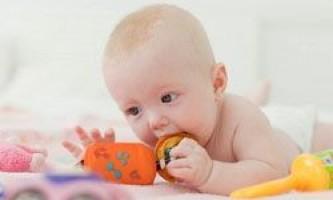 Розвиваючі іграшки для новонародженого