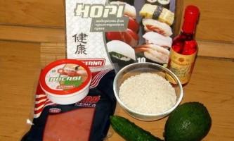 Рецепт приготування ролів з сьомгою та авокадо