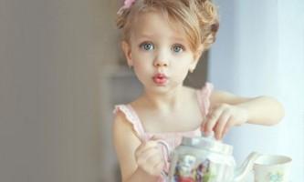 З якого віку можна давати дитині чай?