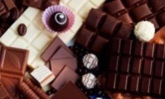 Найбільша в світі монета з шоколаду виставлена в італії