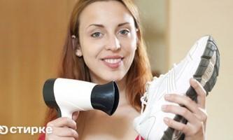 Шість універсальних способів швидко висушити взуття