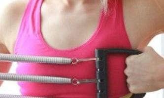 Тренування з грудним еспандером