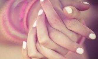 Тріщини на пальцях рук: причини і лікування