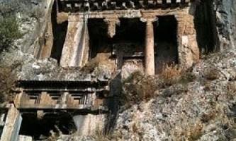 Дивовижні пам`ятки архітектури, висічені в скелях