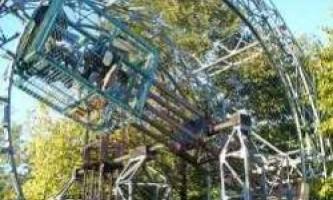 Страхітливий парк атракціонів, зроблений однією людиною