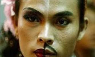 У малайзії чоловікам заборонили носити жіночий одяг