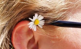 Як визначити і видалити пробку у вусі