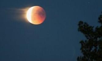 Жителі землі побачать місячне затемнення і суперлуніе 28 вересня 2015